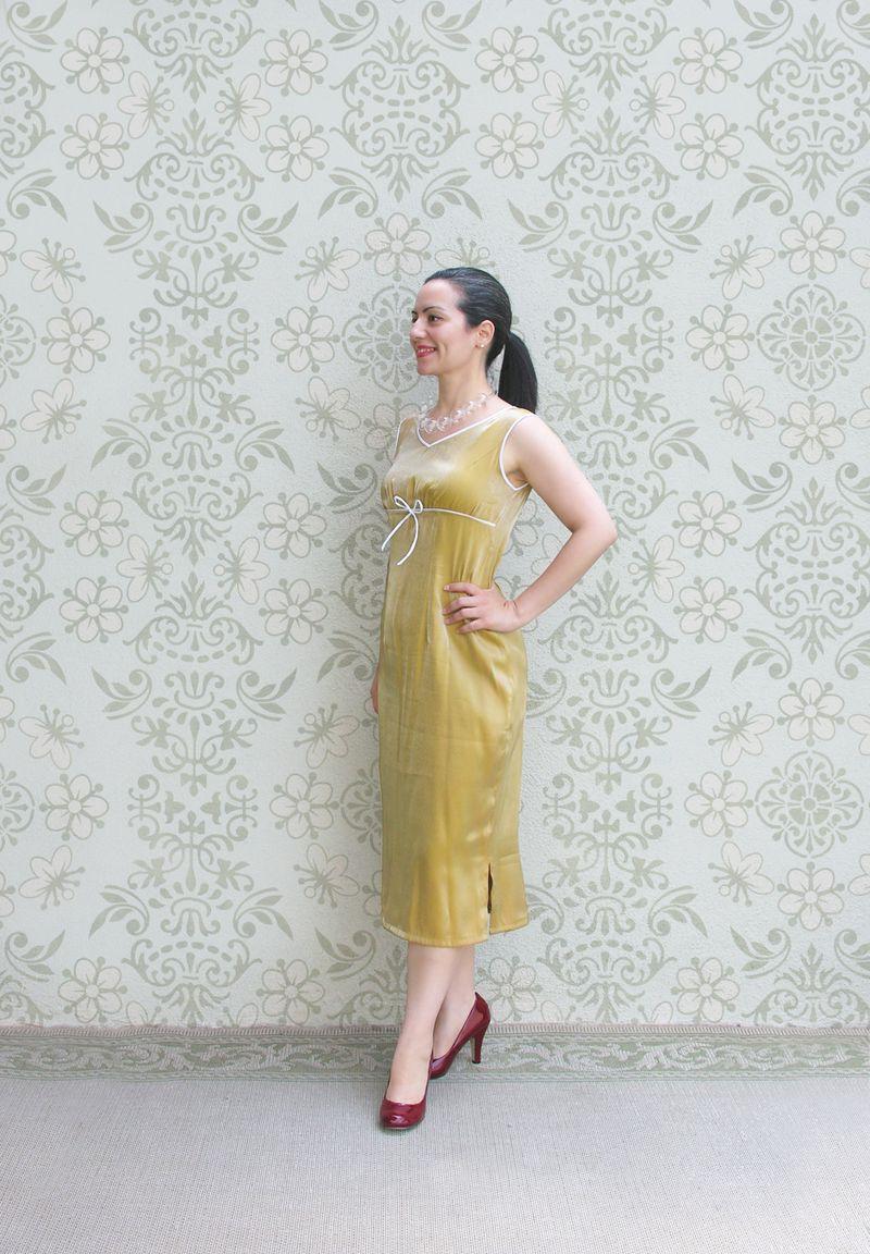 Yellow dress con fondo
