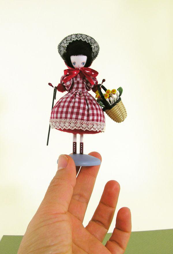 Mary hand small
