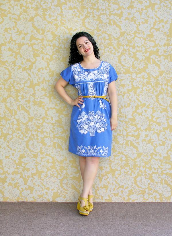 Embroidered dress con fondo small