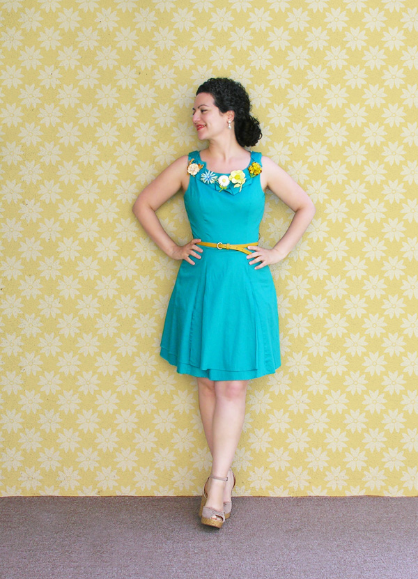 Turquoise dress con fondo small