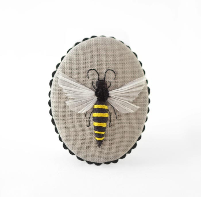 Bee pin small