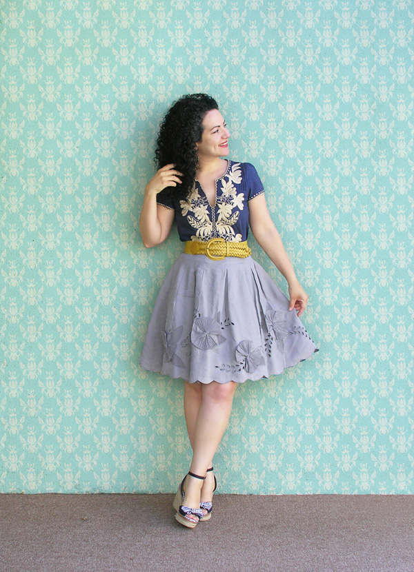 Gray skirt embroidered top con fondo small